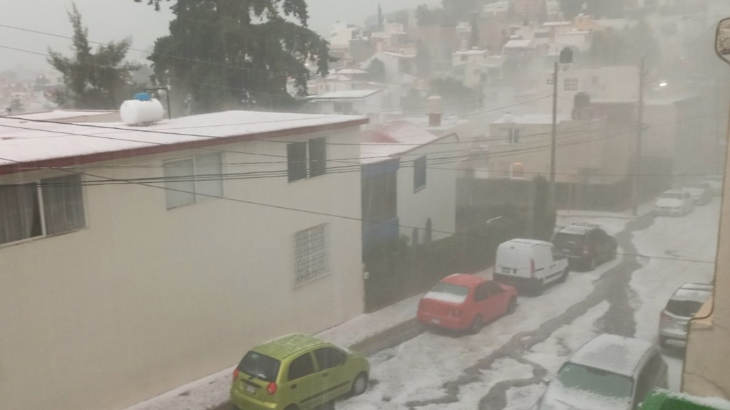 Severas inundaciones al norte del Valle de México - Activan Alerta Amarilla por lluvias en 11 alcaldías de la Ciudad de México. Foto de @dave_olver