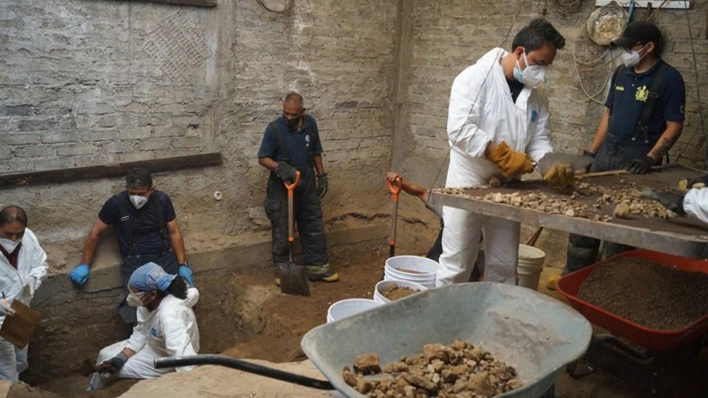 Recuperan más de 4 mil restos óseos en casa de feminicida serial de Atizapán - Trabajos de hallazgo de restos óseos en casa de presunto feminicida serial de Atizapán. Foto de Milenio