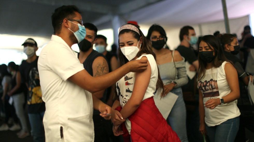 Iniciará vacunación de 18 a 29 años en Xochimilco; aplicarán segunda dosis de 40 a 49 en Cuauhtémoc - vacunación Iniciará vacunación de 18 a 29 años en Xochimilco; aplicarán segunda dosis de 40 a 49 en Cuauhtémoc. Foto de EFE CDMX Ciudad de México