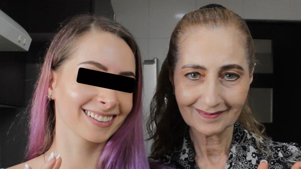 Recibirá Fiscalía a madre de YosStop ante acusación por pornografía infantil - YosStop con su madre. Foto de @YosStoP