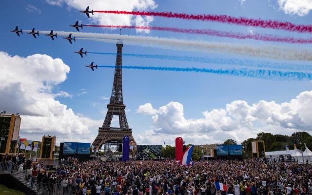 #Video París da la bienvenida a los Juegos Olímpicos de 2024 - parís, francia