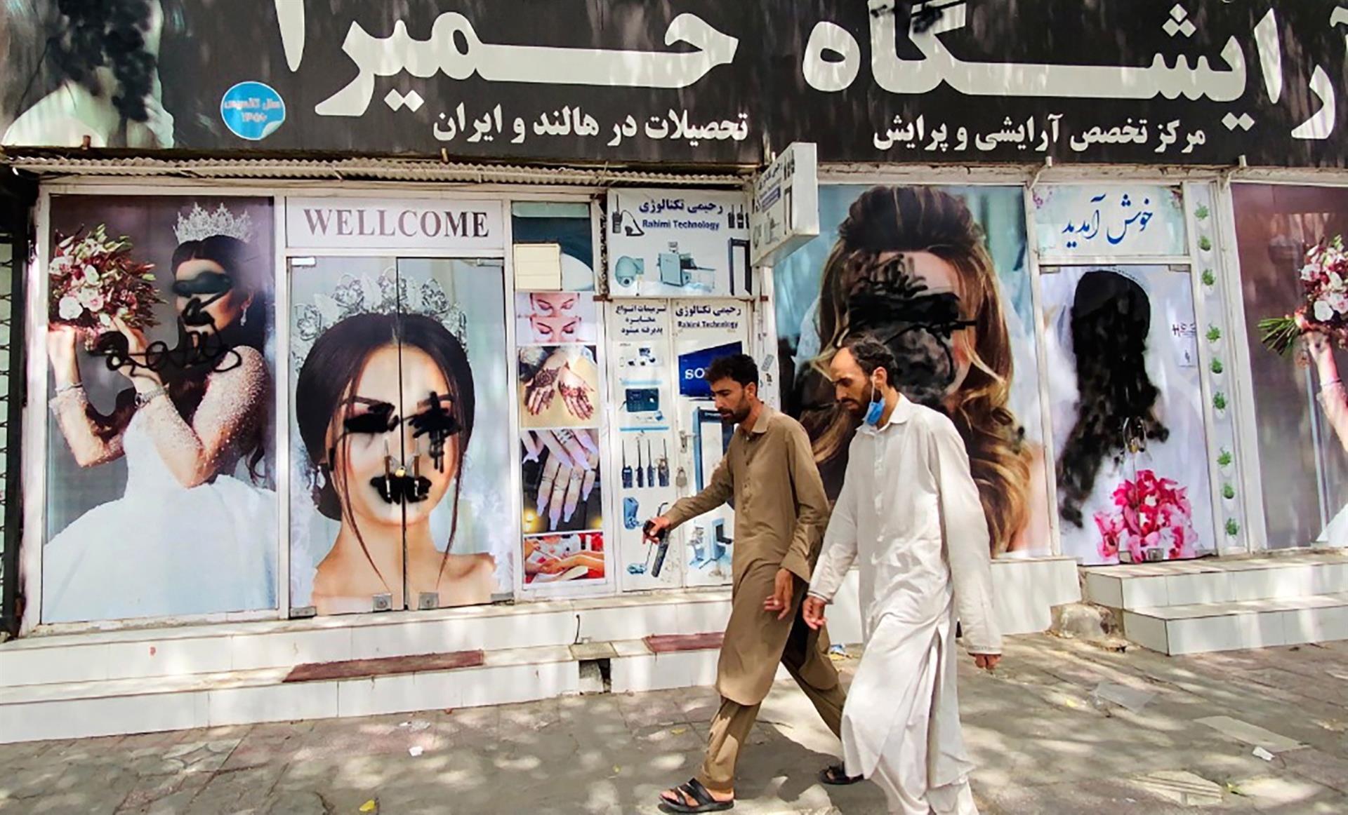 hombres en afganistán