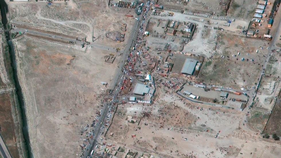 Pentágono concluye que finalmente solo hubo una explosión en Kabul - aeropuerto Kabul Afganistán explosión