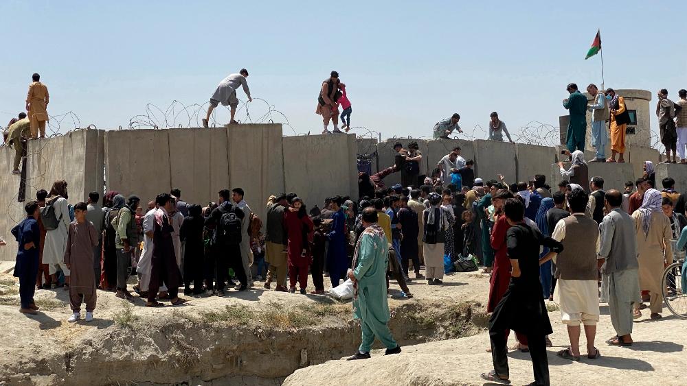 Diplomáticos y otros ciudadanos aceleran su salida de Afganistán - Afganistán Kabul talibanes crisis
