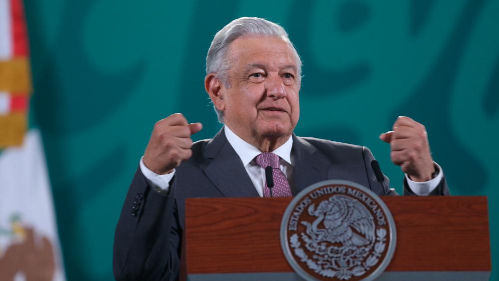 "AMLO critica a ""conservadores"" que se oponen al regreso a clases - AMLO López Obrador clases periodo exraordinario"