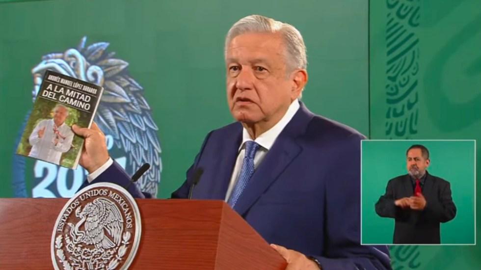 AMLO recomienda a adversarios su nuevo libro 'A la mitad del camino' - AMLO López Obrador libro A la mitad del camino