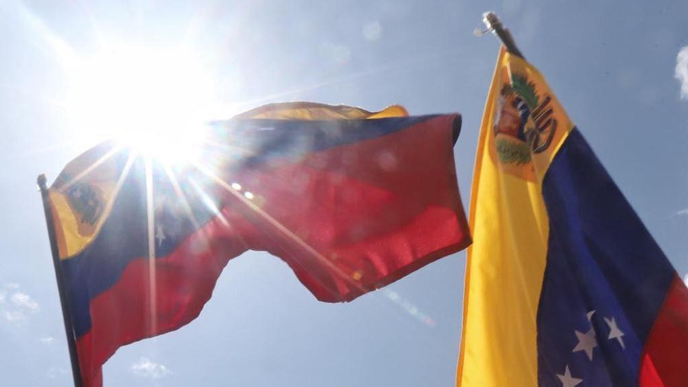 AMLO confirma que negociaciones entre Maduro y oposición en Venezuela serán en México - bandera Venezuela