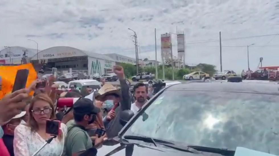 """#Video CNTE vuelve a bloquear paso de AMLO en Chiapas; """"esos no son modos"""", responde el presidente - CNTE bloquea paso de AMLO a evento en Chiapas"""