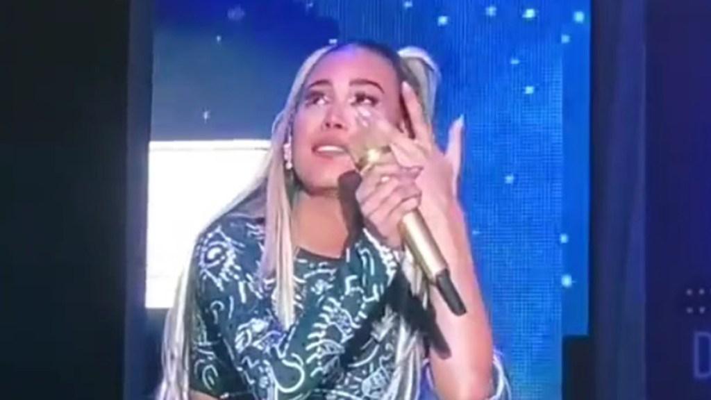 #Video Danna Paola rompe en llanto al reencontrarse con sus fans - Danna Paola rompe en llanto durante concierto