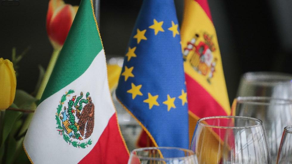España se consolida como el segundo inversor extranjero de México - España México banderas