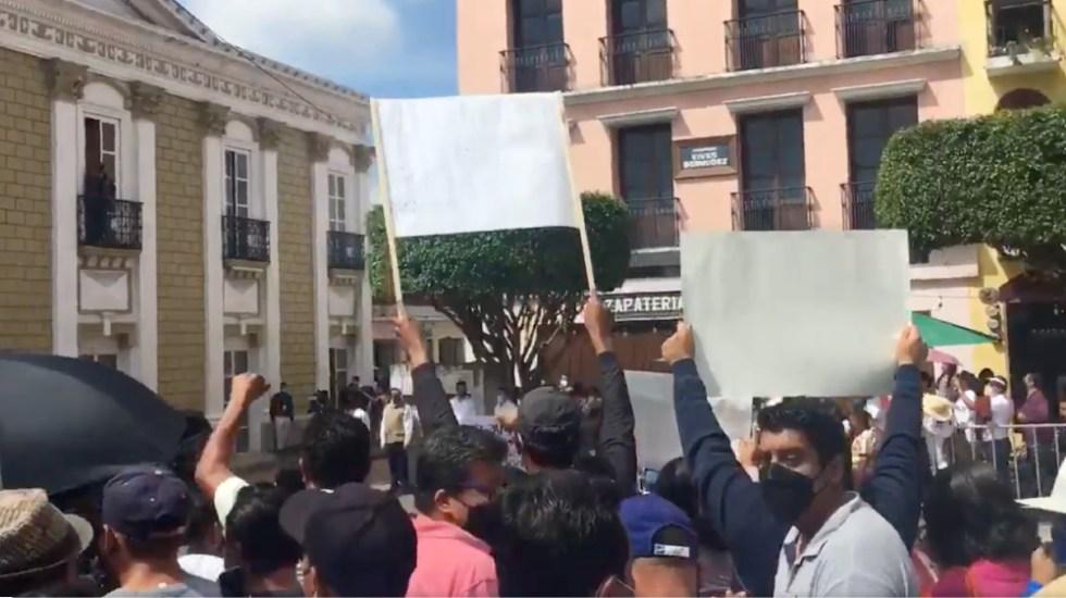 Colocan vallas en evento de López Obrador en Comitán, Chiapas - evento AMLO López Obrador Comitán Chiapas CNTE