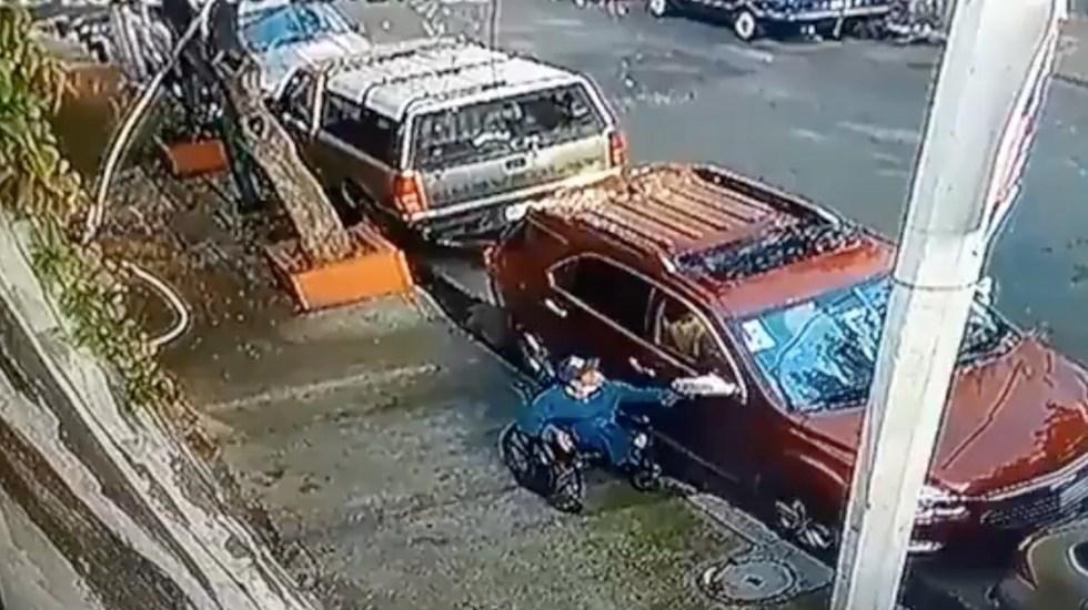 Hombre en silla de ruedas intenta robar autopartes en Benito Juárez - #Video Hombre en silla de ruedas intenta robar espejos de vehículo en Benito Juárez. Foto tomada de video