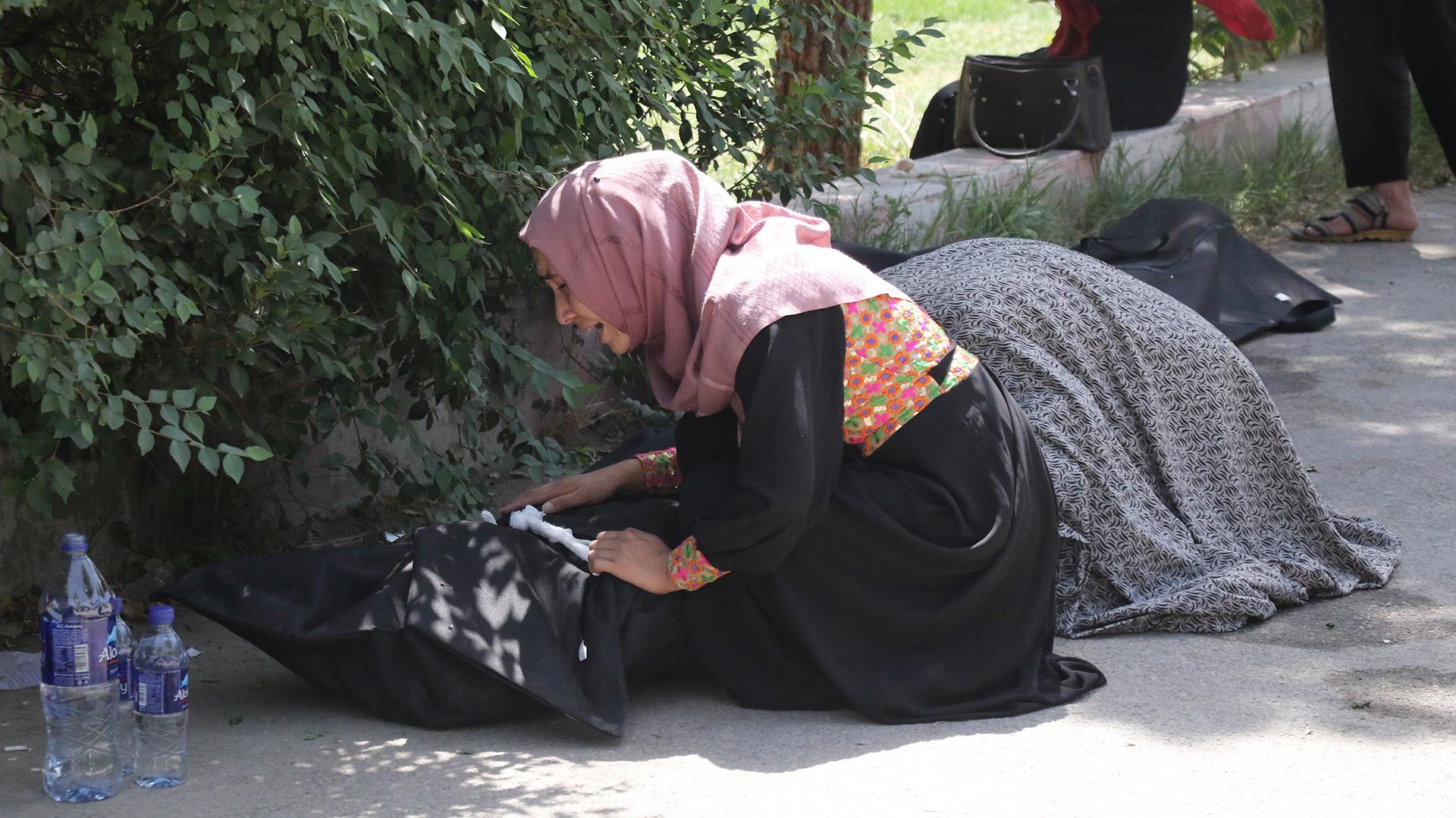 Aumenta a 95 cifra de muertos por doble atentado en Kabul