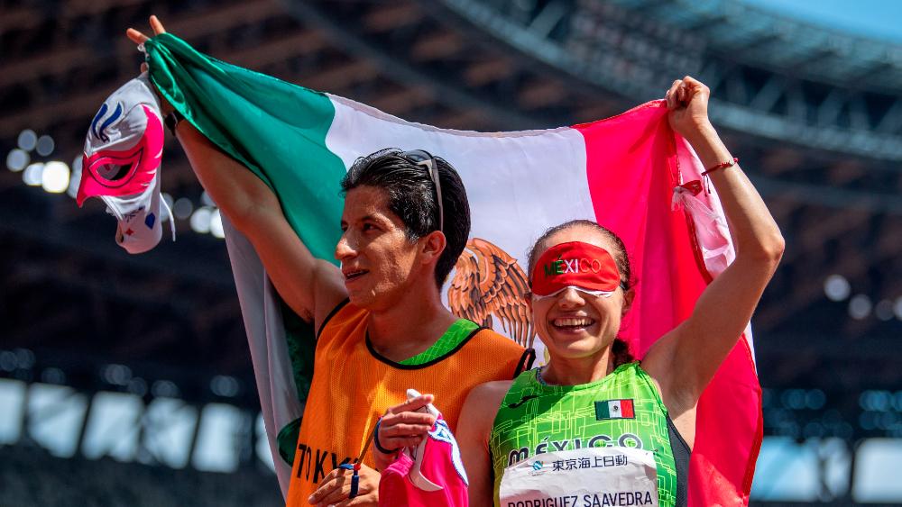 AMLO felicita a atletas paralímpicos mexicanos por actuación en Tokio 2020 - Mónica Olivia Rodríguez guía Kevin Aguilar paralímpicos Tokio 2020