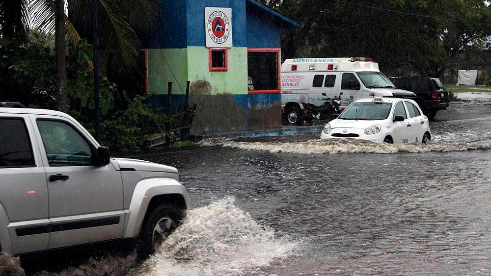Nora se degrada a baja presión remanente; hay un menor muerto tras colapso en hotel - Nora Nayarit lluvias