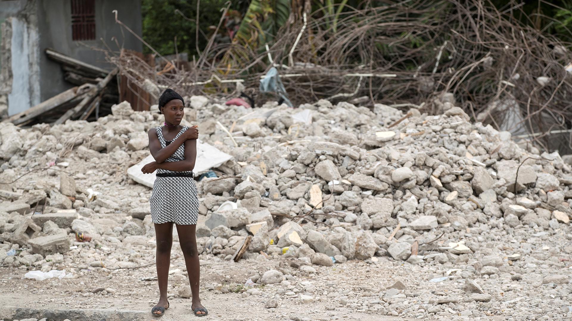Haití continúa bajo los escombros un mes después del sismo