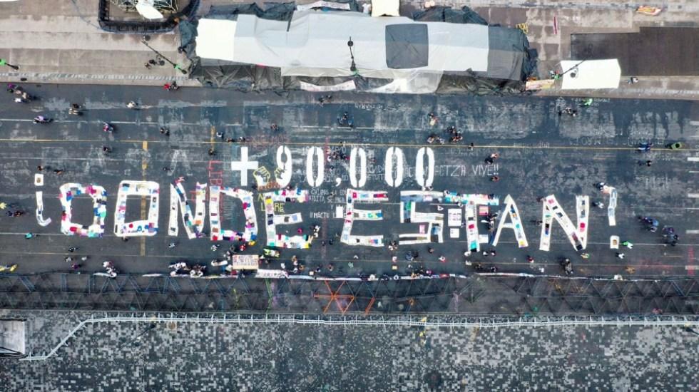 Protestan familiares de personas desaparecidas en Palacio Nacional - Pinta personas desaparecidas Zócalo Palacio Nacional