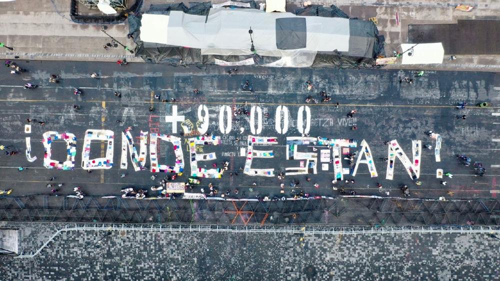 Pinta personas desaparecidas Zócalo Palacio Nacional