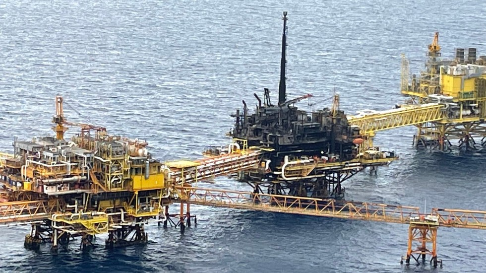 Incendio en plataforma afecta meta de producción de Pemex, advierte Fitch Ratings - Plataforma petrolera E-Ku-A2