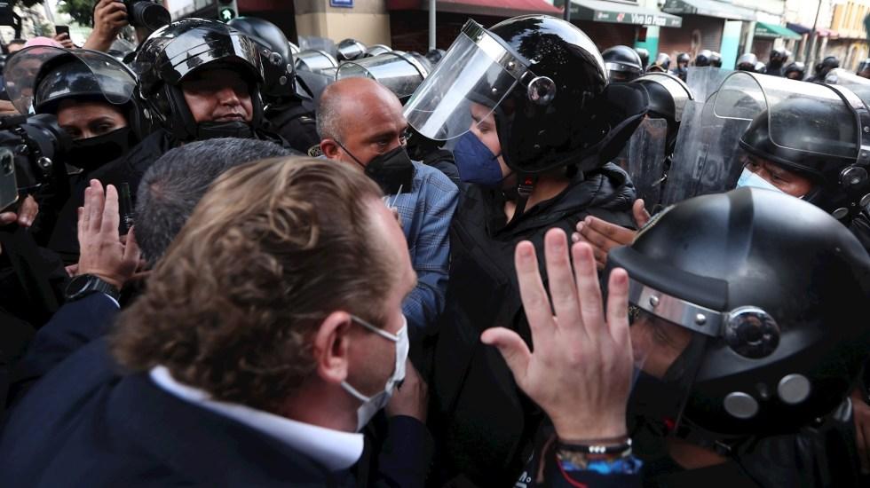 Condena Augusto Gómez Villanueva represión a alcaldes electos en Congreso capitalino - protesta alcaldes Congreso Ciudad de México