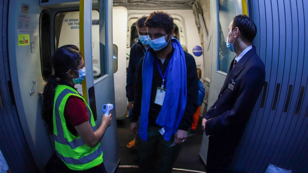Llega a México tercer grupo de refugiados afganos; son periodistas - Refugiados afganos México avión