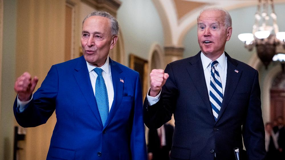 Senado de EE.UU. da paso más hacia votación de plan de infraestructura de Biden - Schumer Biden Senado EEUU