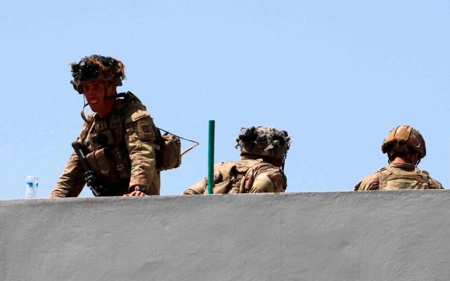 Al menos 4 soldados de EE.UU. murieron en explosiones en aeropuerto de Kabul - Soldados en Aeropuerto Internacional de Kabul