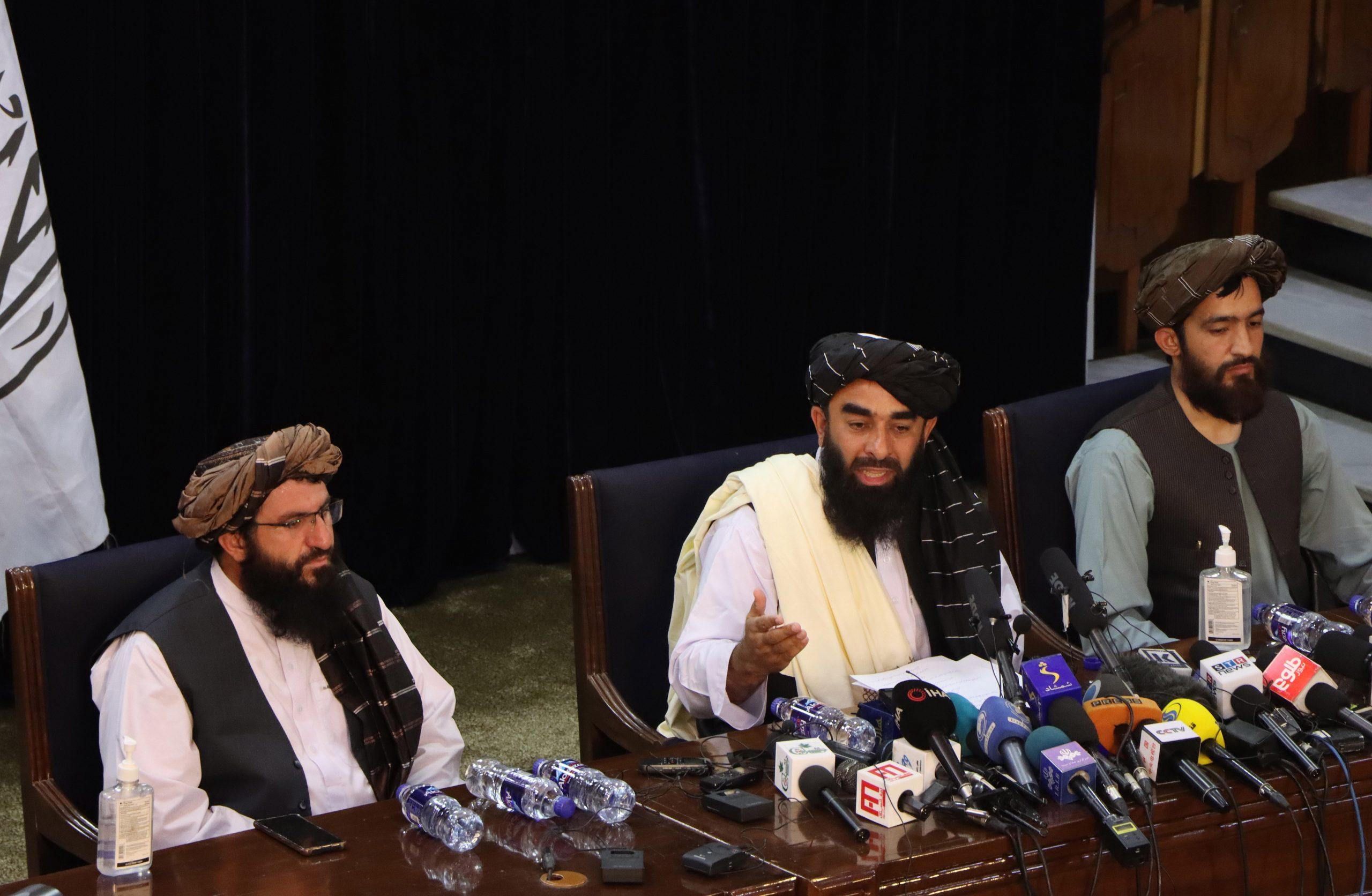 """Los talibanes buscan la reconciliación y las mujeres podrán trabajar """"en el marco del Islam"""". Foto de EFE/ EPA/ STRINGER."""