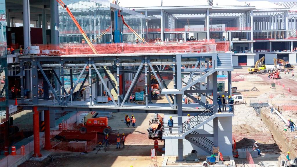 Inversión fija bruta disminuyó 1.8 por ciento en junio - Elementos del Ejercito Mexicano, realizan trabajos preliminares en la construcción del Aeropuerto Internacional