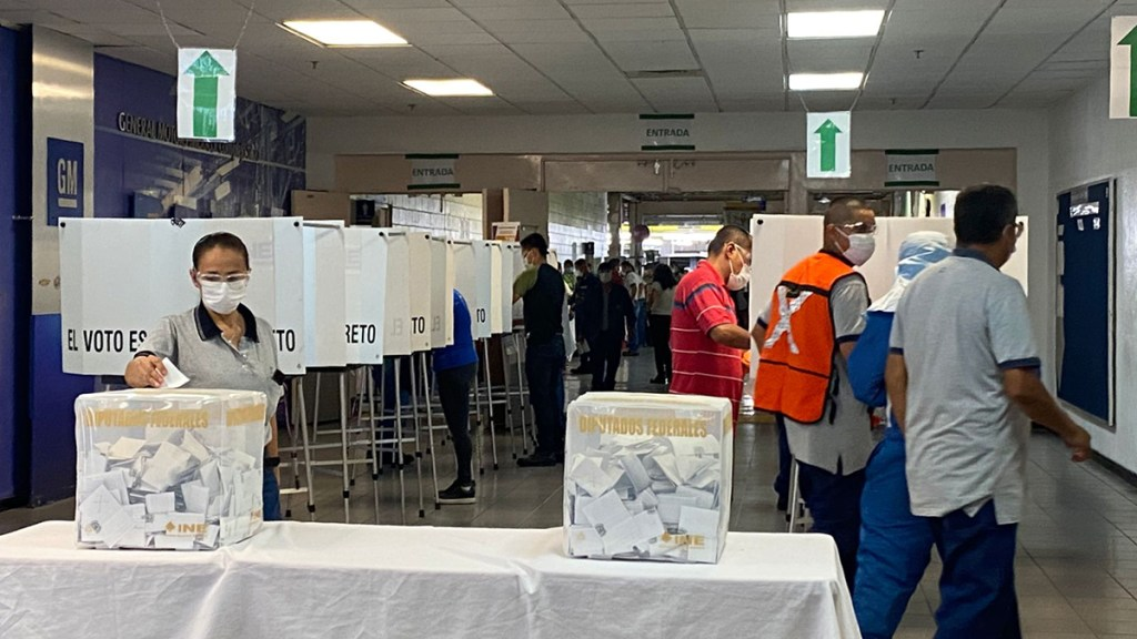 Trabajadores de GM en Silao votan por terminar contrato colectivo - Votación sobre contrato colectivo en planta de GM en Silao