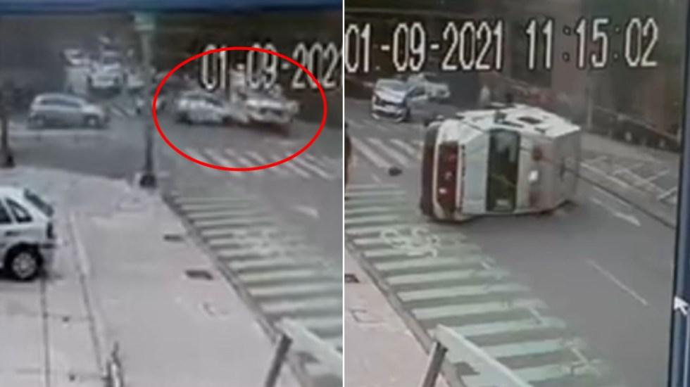 #Video Automóvil choca a ambulancia y provoca su volcadura en la Cuauhtémoc - Accidente Cuauhtémoc ambulancia Ciudad de México