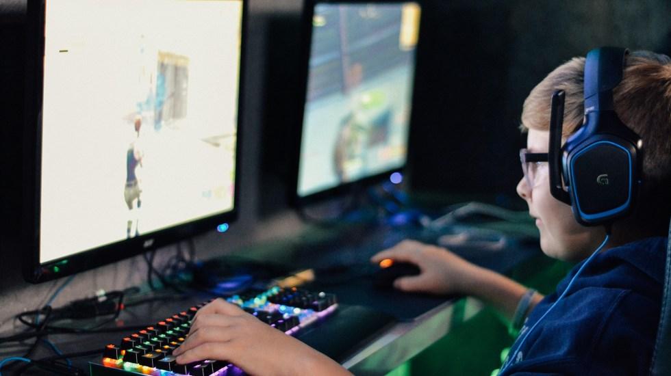 Adolescente, primer caso clínico de adicción grave a Fortnite - Adolescente jugando Fortnite