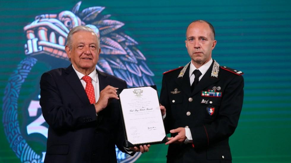 México condecora a carabinero italiano por recuperar piezas arqueológicas - AMLO López Obrador Roberto Riccardi carabinero