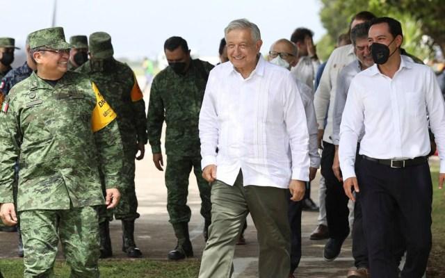 Recorre AMLO obras del Tren Maya en Yucatán; se reúne con el gobernador Vila - El presidente López Obrador, en recorrido por Yucatán. Foto de @MauVila