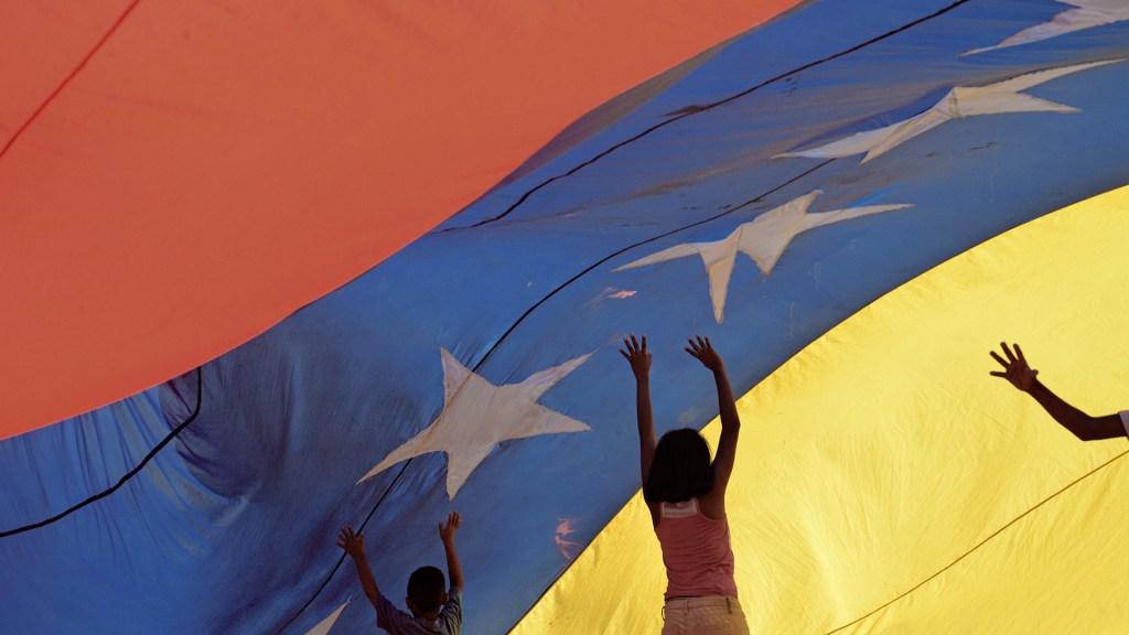Cuarta ronda del diálogo venezolano en México arrancará el 15 de octubre - Bandera de Venezuela oposición diálogo
