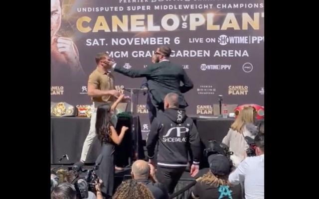 'Canelo' y Plant intercambian golpes durante rueda de prensa - 'Canelo' y Plant intercambian golpes durante rueda de prensa. Foto tomada de video