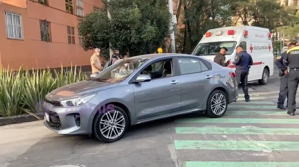 Conductora atropella a policía de tránsito en CDMX por no dejarla pasar - conductora arrolla policia tránsito CDMX
