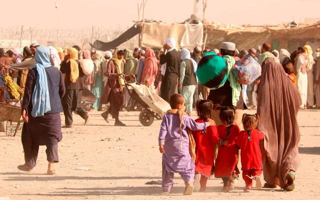 Los talibanes reanudan la emisión de pasaportes en Afganistán - Crisis en frontera de Afganistán con Pakistán