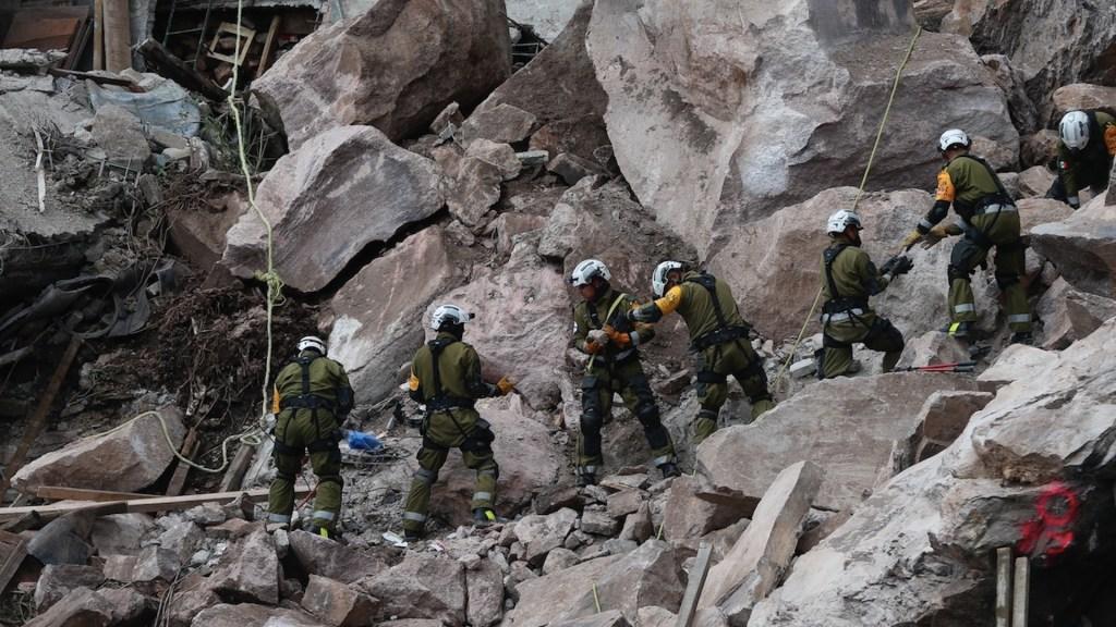 Piden desalojar viviendas en inmediaciones del cerro del Chiquihuite - Piden desalojar viviendas en inmediaciones del cerro del Chiquihuite. Foto de EFE