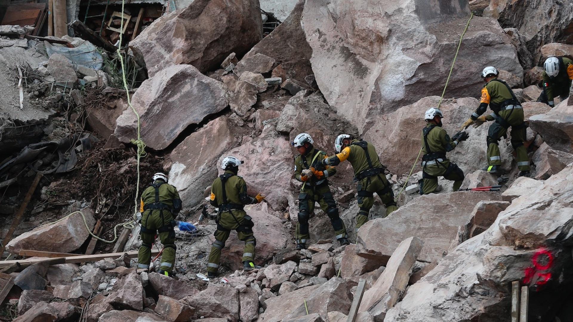 Piden desalojar viviendas en inmediaciones del cerro del Chiquihuite. Foto de EFE
