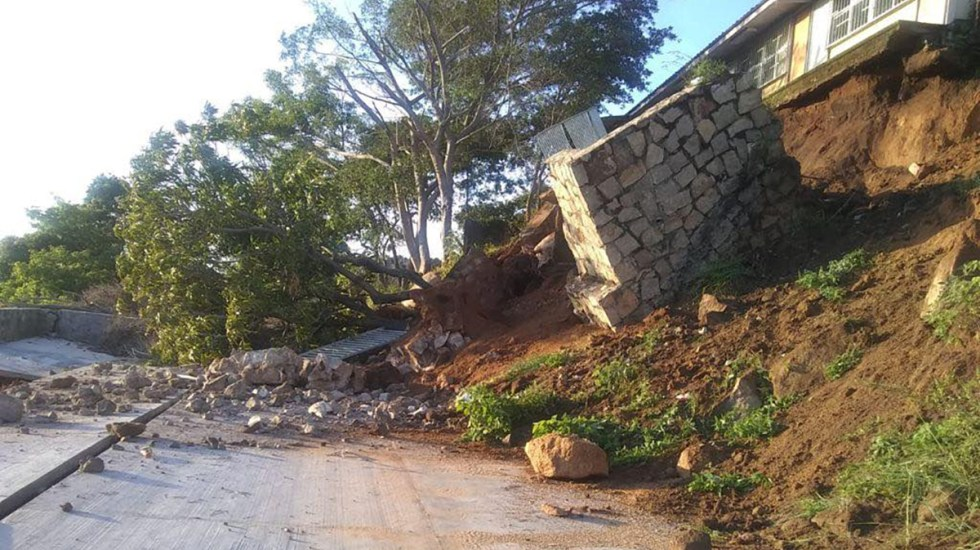 Suman 772 réplicas del sismo magnitud 7.1 en Guerrero - Derrumbe en Guerrero por sismo