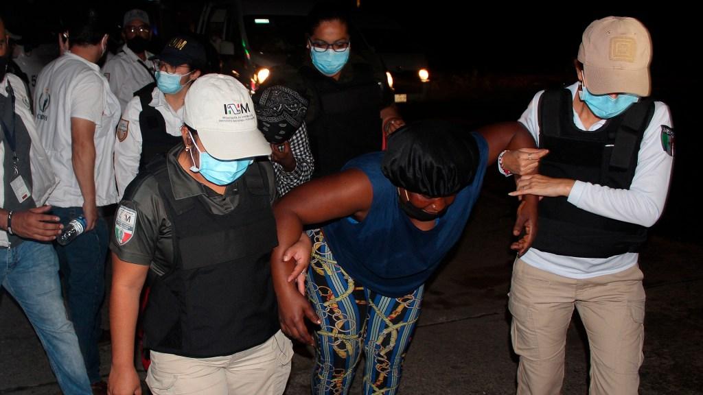 Disuelven cuarta caravana migrante, a un día de su partida desde Tapachula - Detención de migrantes en Huixtla
