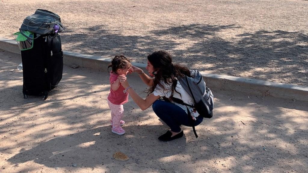 Dreamer que quedó atrapada en México lejos de su bebé regresa a EE.UU. - Dreamer que quedó atrapada en México lejos de su bebé regresa a EE.UU.. Foto de EFE