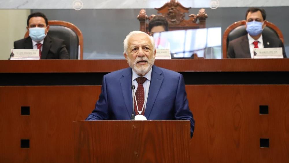 """Entregan presea """"Sentimientos de la Nación"""" a Eduardo López Betancourt - Eduardo López Betancourt"""