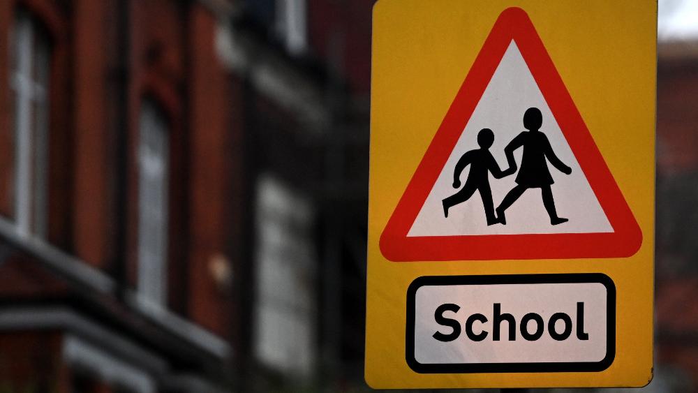 """Científicos alertan de una posible """"infección masiva"""" en colegios ingleses - escuelas colegios Reino Unido"""