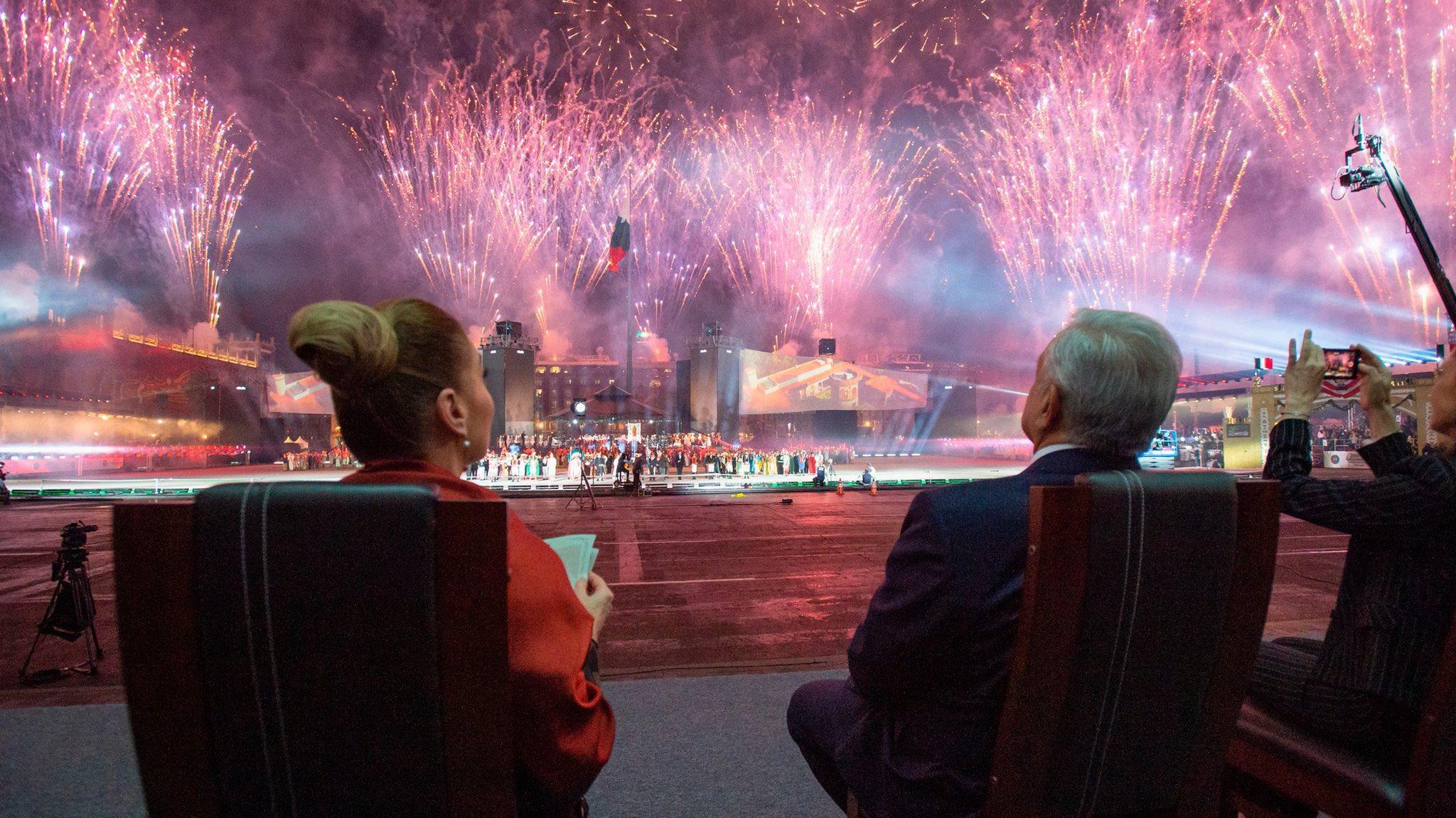 Celebración bicentenario en el Zócaloo