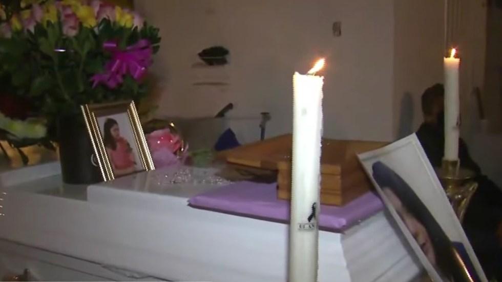 Dan último adiós a Ana Karen, joven arrastrada por inundaciones en Tlalnepantla - Féretro de Ana Karen
