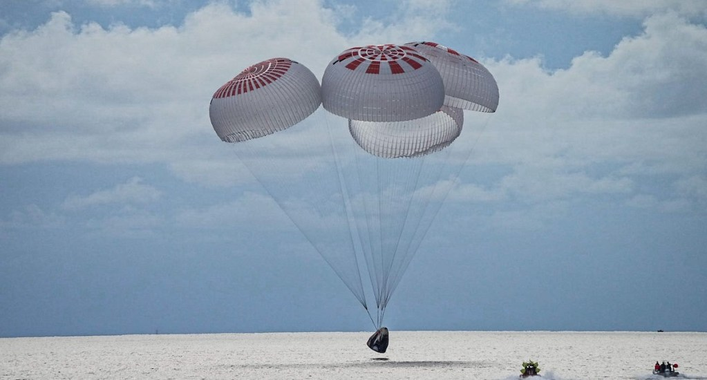 La cápsula Dragon vuelve con éxito con la primera misión civil en el espacio - Inspiration 4. Foto de @inspiration4x