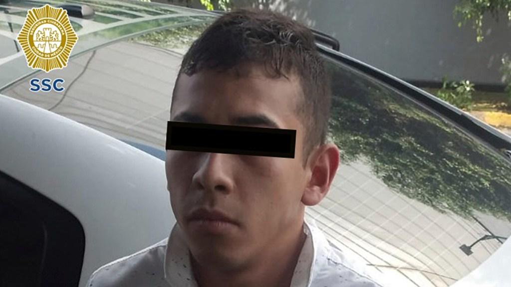 Detienen en CDMX a presunto extorsionador de choferes del transporte público - Joven detenido en CDMX por asalto y extorsión