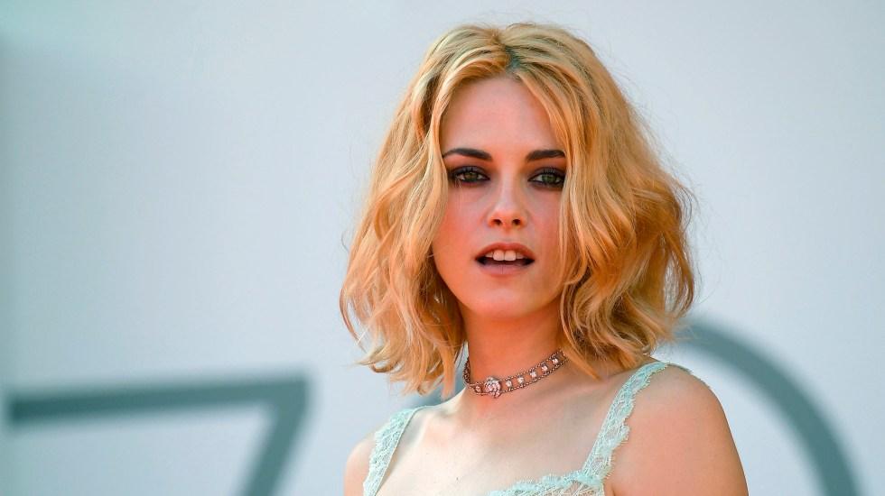 """Impacta Kristen Stewart en presentación de 'Spencer'; Cuando miro fotos de Lady Di """"la tierra tiembla"""", dice - Kristen Stewart"""